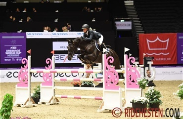 Josefine 4'er i FEI Jumping Ponies Trophy 2019